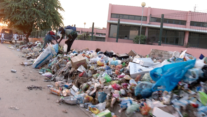 Carta do leitor: Lixo continua a tirar o sono a luandenses