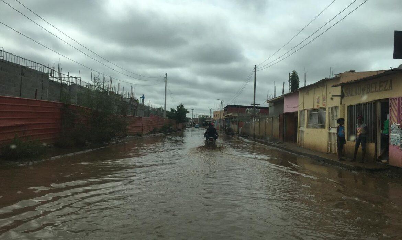 Finalistas de engenharia dispõem-se a salvar ruas alagadas de Luanda