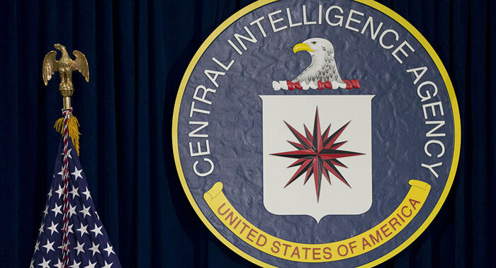 Homem armado é baleado após tentar invadir sede da CIA