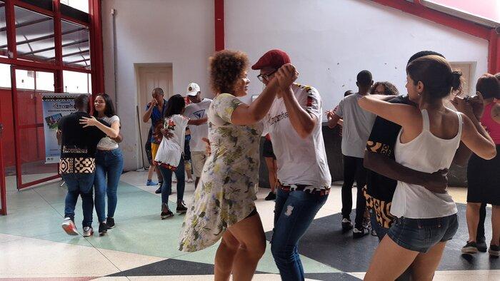 """Colectivo """"Kizomba Yetu"""" promove aula de danças angolanas em alusão ao Dia d'África"""