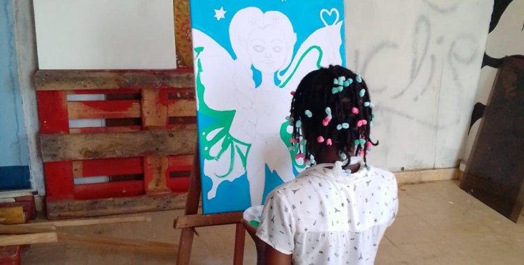 Obras de 17 crianças marcam exposição de pintura na galeria do CCCP em Luanda
