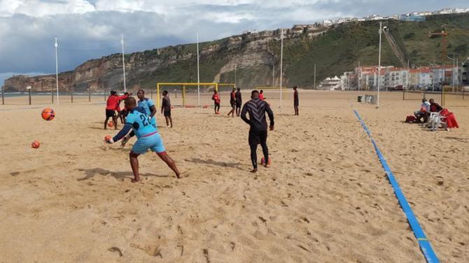 Selecção moçambicana de futebol de praia treina no palco do Africano