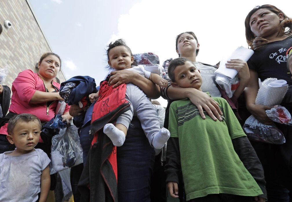 EUA vai reunir famílias de imigrantes separadas durante administração Trump