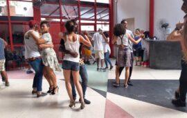 """Misto de danças angolanas e brasileiras anima """"Festa Junina"""" em São Paulo, Brasil"""