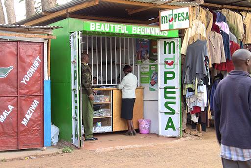 """Angola partilha experiência de """"dinheiro electrónico"""" do Quénia"""