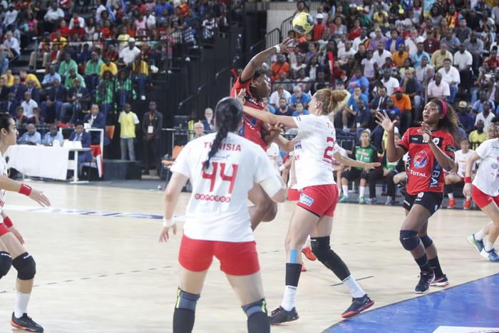 Angola e Camarões lutam pela medalha de ouro no Africano