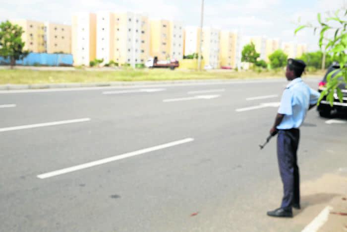 Polícia morto em troca de tiros com marginais no Calemba 2