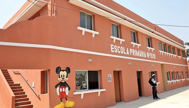 """Escola do """"Pica-pau"""" reinaugurada seis anos depois com o nome de """"Francisco Naval"""""""