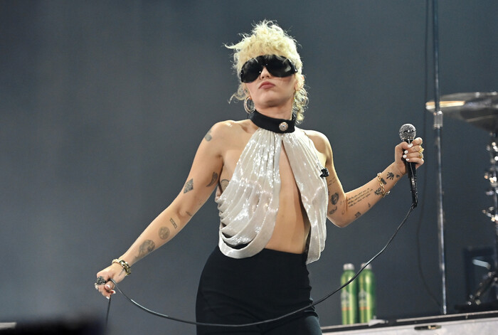 Miley Cyrus confessa que quase teve ataque de pânico em palco