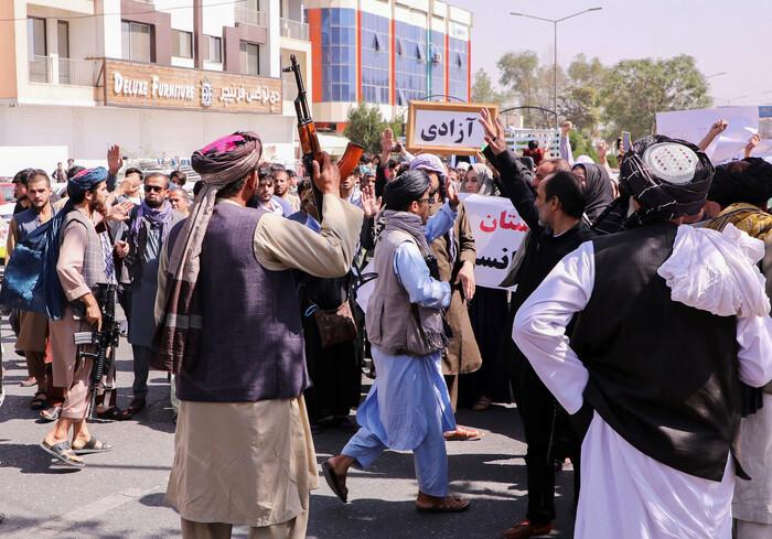 Intensifica-se atrito entre talibãs após criação de gabinete radical no Governo