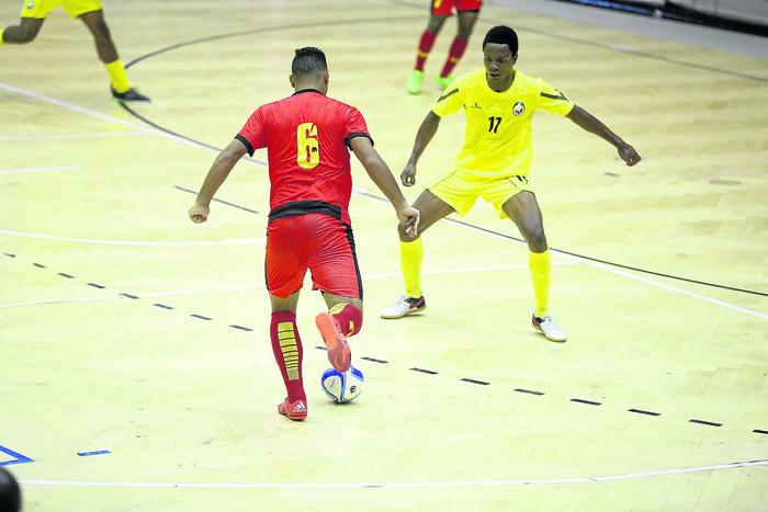 Angola perde com Paraguai e diz adeus ao Mundial de futsal
