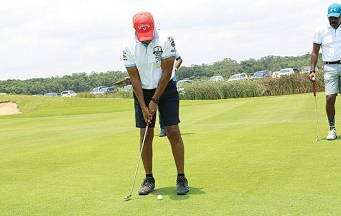 """""""Graças ao desporto de golfe, consegui emprego numa agência bancária como motorista"""""""