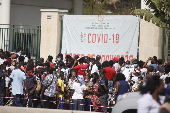 Oposição antevê colapso na função pública se Executivo não recuar nas medidas anti-Covid